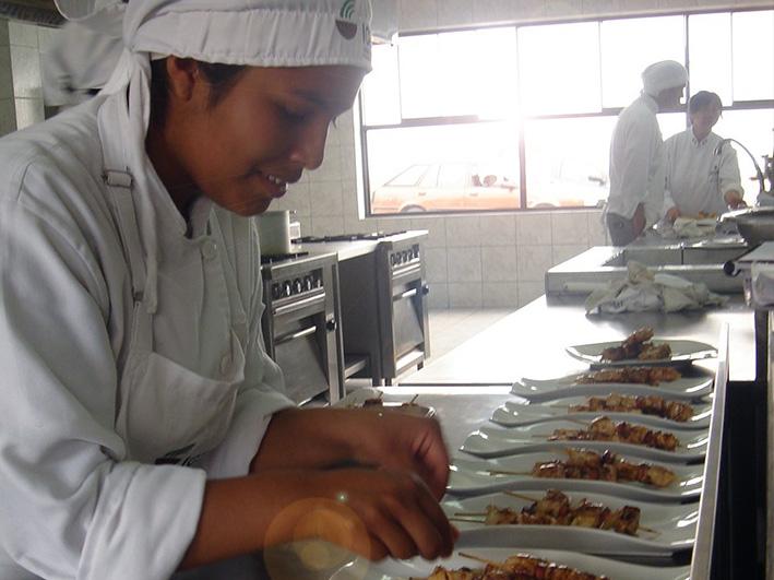 Nuevas oportunidades para mujeres jóvenes en riesgo de exclusión social de las zonas de Yura y Cerro Colorado – Perú
