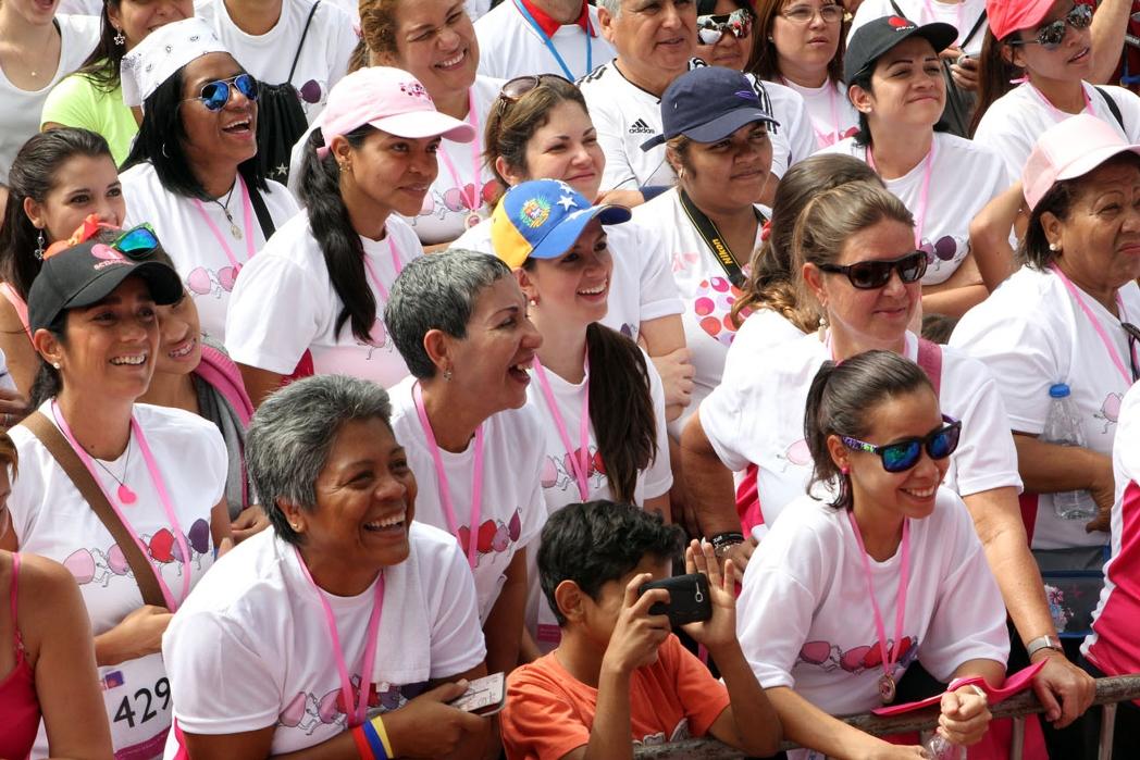Apoyar cada mes 15 mujeres con sospecha de diagnóstico de cáncer de mama